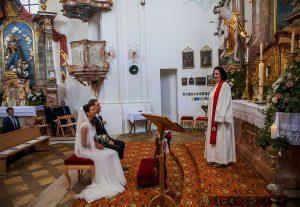 Kirchliche Trauung in einer bayrischen Barockkirche